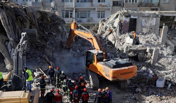 Τουρκία: Στους εννέα οι νεκροί από τον σεισμό 5,7 Ρίχτερ