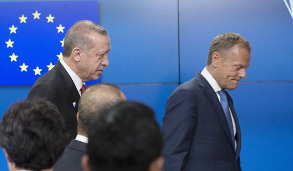 Ηχηρό μήνυμα Τουσκ στην Τουρκία: Οι παράνομες γεωτρήσεις υπονομεύουν τις σχέσεις με την ΕΕ