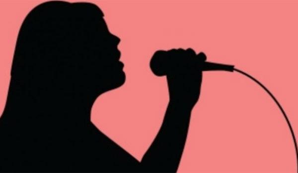 Αγωνία για την τραγουδίστρια που παλεύει με την ανορεξία - Εσπευσμένα στο νοσοκομείο