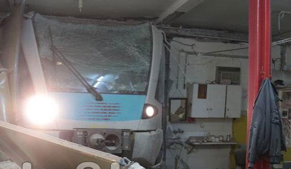 Εκτροχιάστηκε τρένο στον σταθμό της Λαμίας. Έπεσε σε τοίχο - Δύο τραυματίες