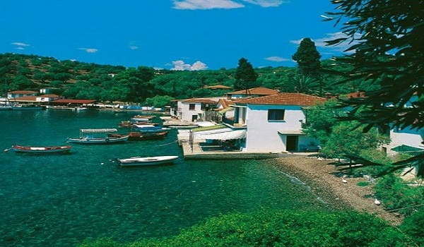 Το νησί χωρίς αυτοκίνητα που με 10 ευρώ τη μέρα κάνεις ονειρικές διακοπές