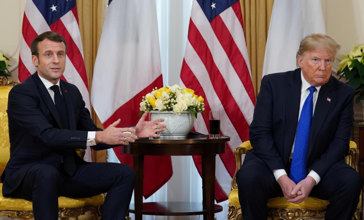 Ντόναλντ Τραμπ και Εμανουέλ Μακρόν τα τσούγκρισαν μπροστά στις κάμερες
