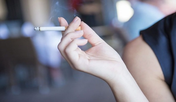 Το πρώτο νησί που απαγορεύει το κάπνισμα παντού, είναι ελληνικό