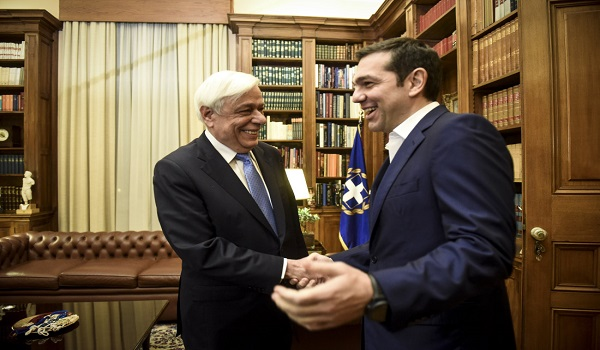 Διπλή εισαγγελική παρέμβαση για τις αναρτήσεις κατά ΠτΔ και Πρωθυπουργού