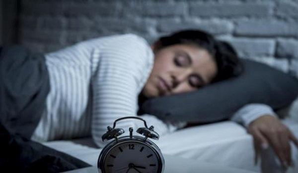 Έρευνα: Αυξάνουν τον κίνδυνο εμφράγματος και ο λίγος και ο πολύς ύπνος