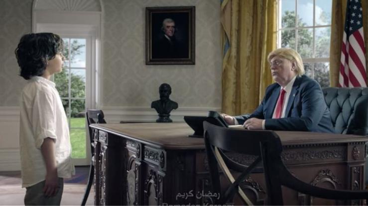 H συγκλονιστική διαφήμιση με τον μικρό μουσουλμάνο που συναντά Μέρκελ, Τραμπ και Πούτιν