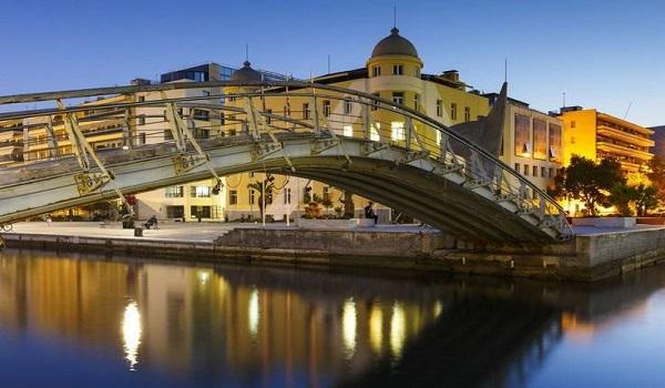 Μία ελληνική παραθαλάσσια πόλη στις καλύτερες της Ευρώπης