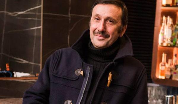 Ρένος Χαραλαμπίδης: Οι απειλές για τη ζωή του και τα άδεια θέατρα