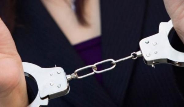 Βόλος: Ο πελάτης ήταν τελικά αστυνομικός. Χειροπέδες σε 23χρονη