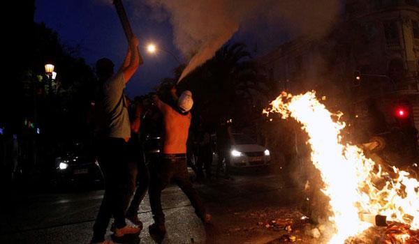 Χάος στη Χιλή: Βίαια επεισόδια στο Σαντιάγο και ασύστολο πλιάτσικο