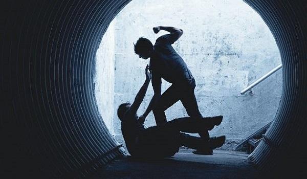 Κρήτη: Τον πέταξαν στο πεζοδρόμιο και τον κλωτσούσαν στο κεφάλι για να τον ληστέψουν