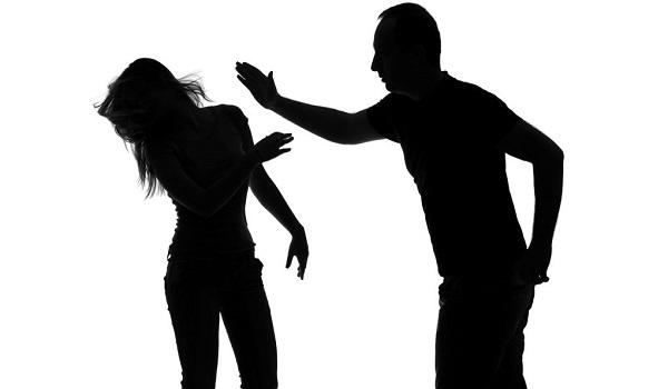Σοβαρό περιστατικό βίας σε ψυχαγωγική εκπομπή – Παρουσιαστής χτύπησε συμπαρουσιάστριά του