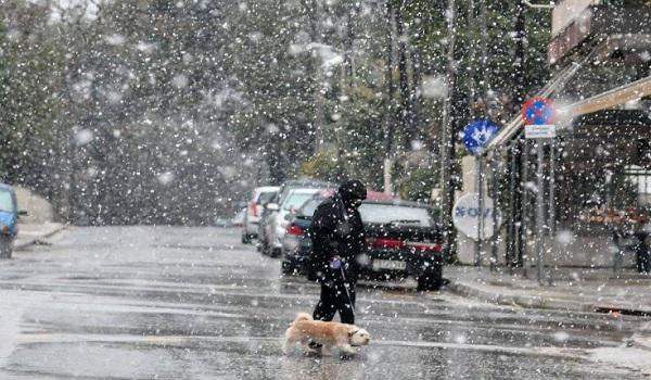 H Ωκεανίς είναι εδώ: Στα λευκά η Θεσσαλονίκη, κλειστοί δρόμοι - Τι θα γίνει σε Αθήνα