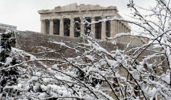 """Η κακοκαιρία """"Χιόνη"""" φέρνει χιόνια και στην Αττική"""