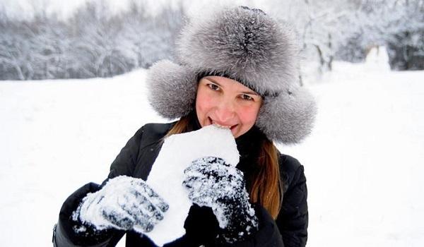 Γιατί δεν πρέπει να τρώτε το χιόνι: Κίνδυνος για την υγεία