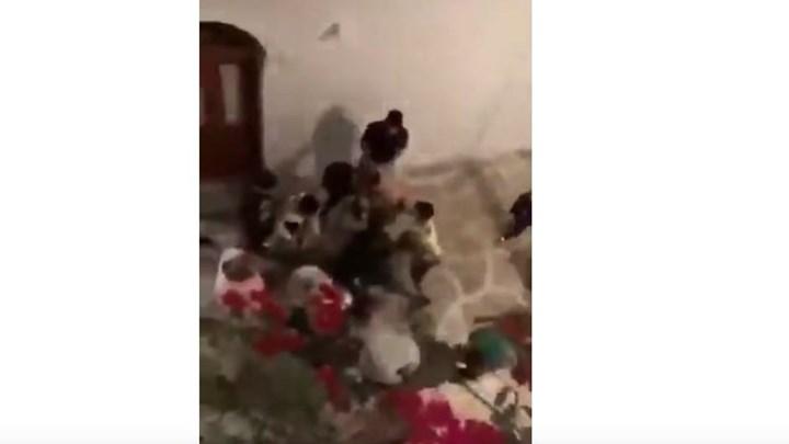 Το σοκαριστικό βίντεο που κατέγραψε ο γιος του Τομ Χανκς στην Αντίπαρο: Άγριος ξυλοδαρμός τουρίστα