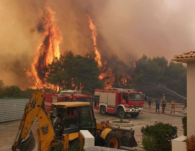 Φωτιά στη Ζάκυνθο: Τρόμος από τος φλόγες και τους καπνούς, εκκενώνονται χωριά